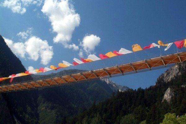 hangbruggen zwitserland, bhutanbrug | Travelvibe