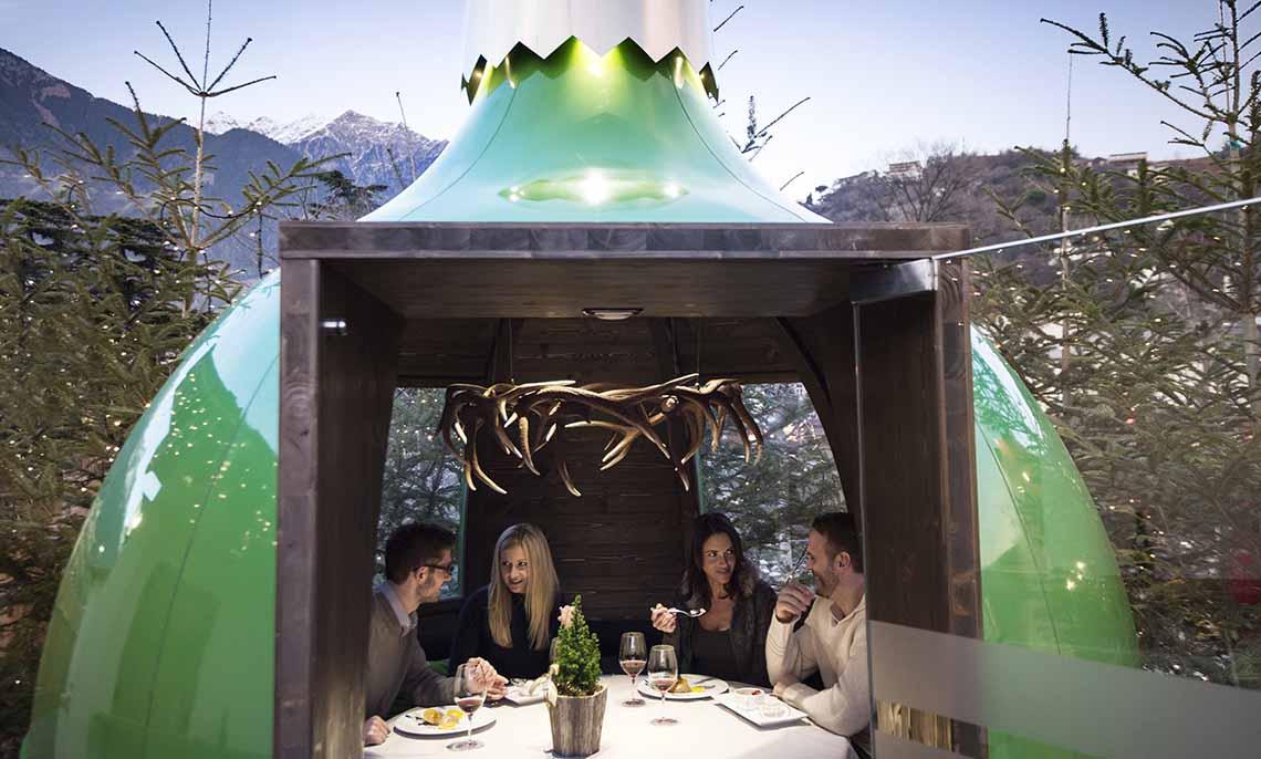 dineren in een kerstbal Merano - Travelvibe