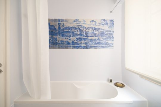 Flattered Apartments Lisboa Bathroom - Travelvibe