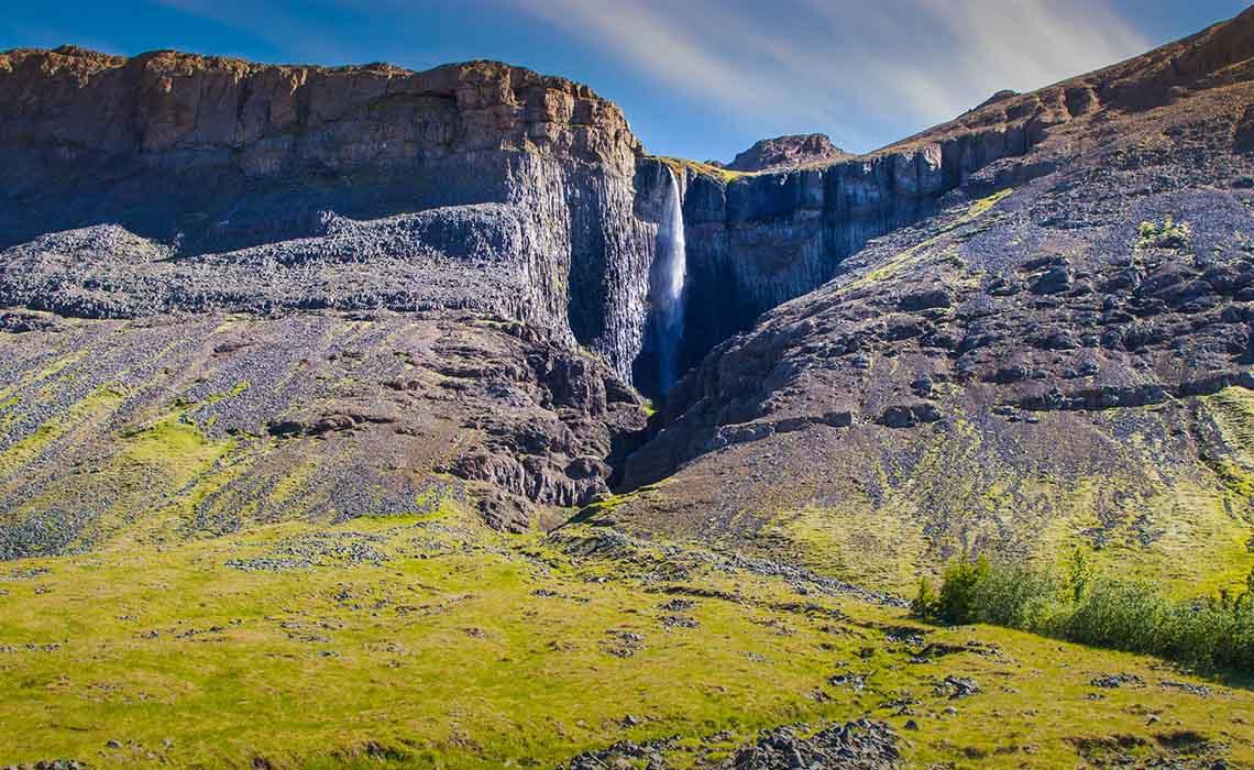 IJsland zomer landschap met waterval - Travelvibe
