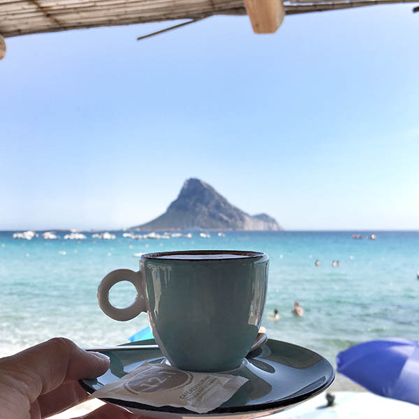 Italiaanse specialiteiten en koffie op Sardinië - Travelvibe