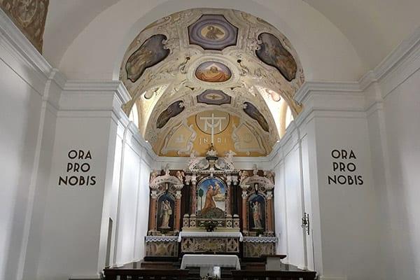 Kerk bij Kobarid Caporetto Slovenie - Travelvibe