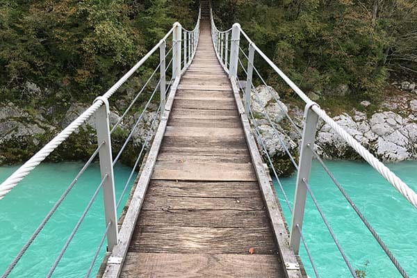 Kobarid hangbrug naar Kozjak waterval - Travelvibe