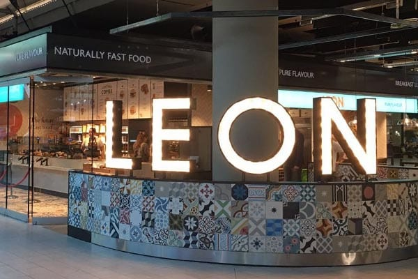 Leon op Schiphol - Travelvibe