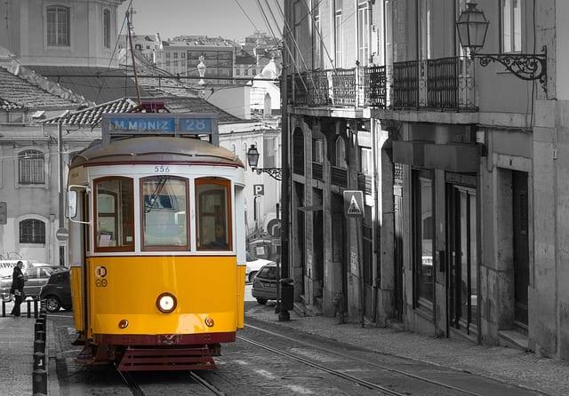 Lissabon tram 28 - Good City Sounds podcast Travelvibe