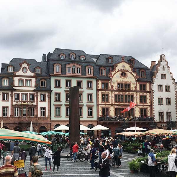 Het marktplein in Mainz - Travelvibe