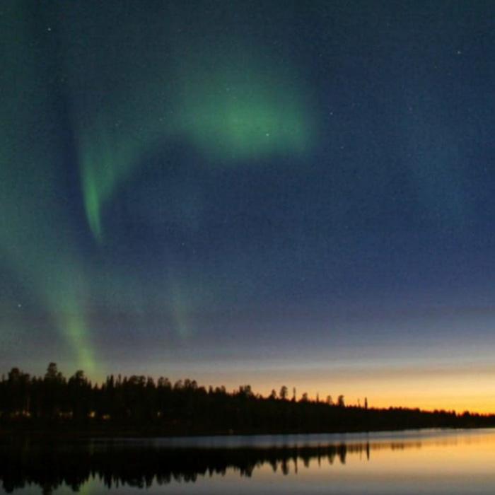 Noorderlicht in de zomer in Fins Lapland-Travelvibe