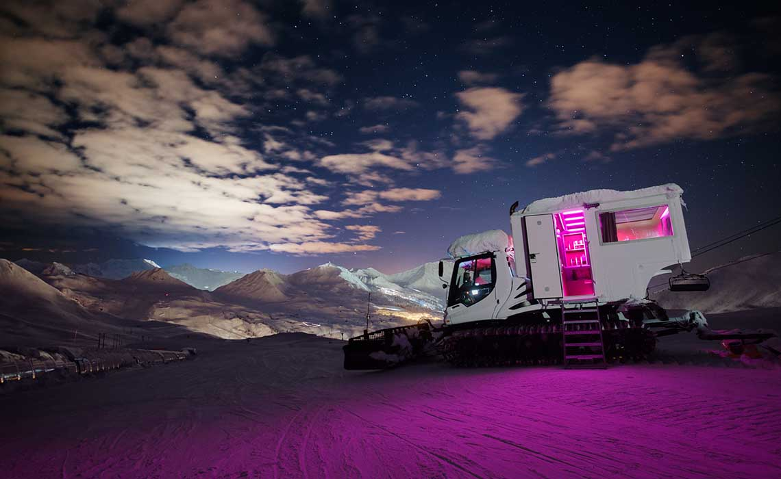 Over the moon pistenbully hotel La Plagne - Travelvibe