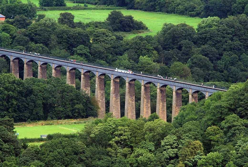Pontcysyllte Aquaduct in Wales - Travelvibe