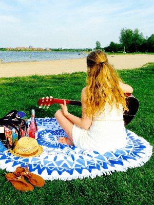 Roundie ronde hippe handdoek voor op het strand Travelvibe