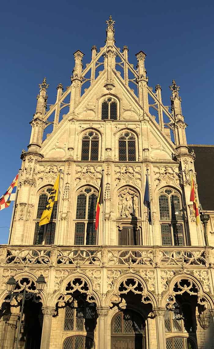 Stadhuis Grote Markt Mechelen - Travelvibe