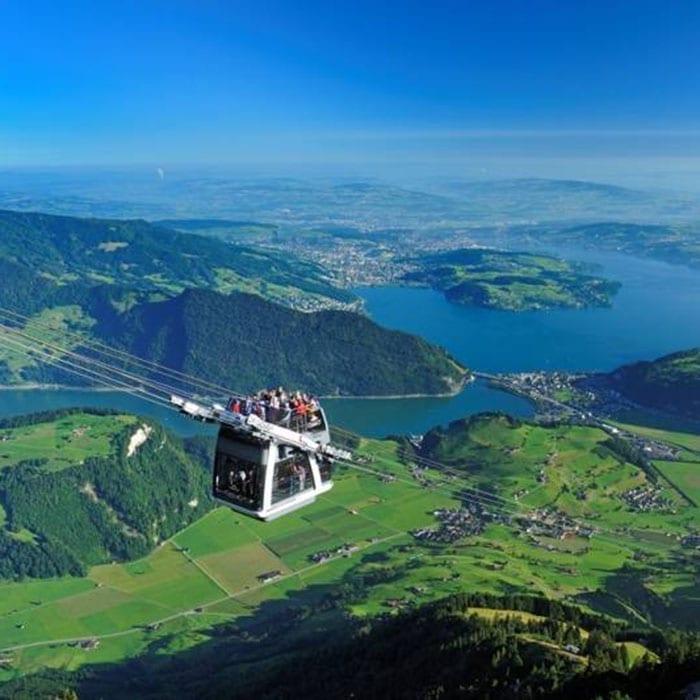 Stanserhorn-cabrio-gondel-Zwitserland - Travelvibe