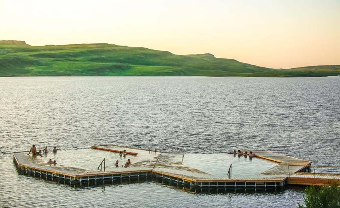 Vök Baths IJsland - Travelvibe