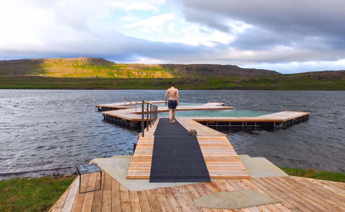 Vök Baths IJsland - baden in Oost-IJsland 2- Travelvibe