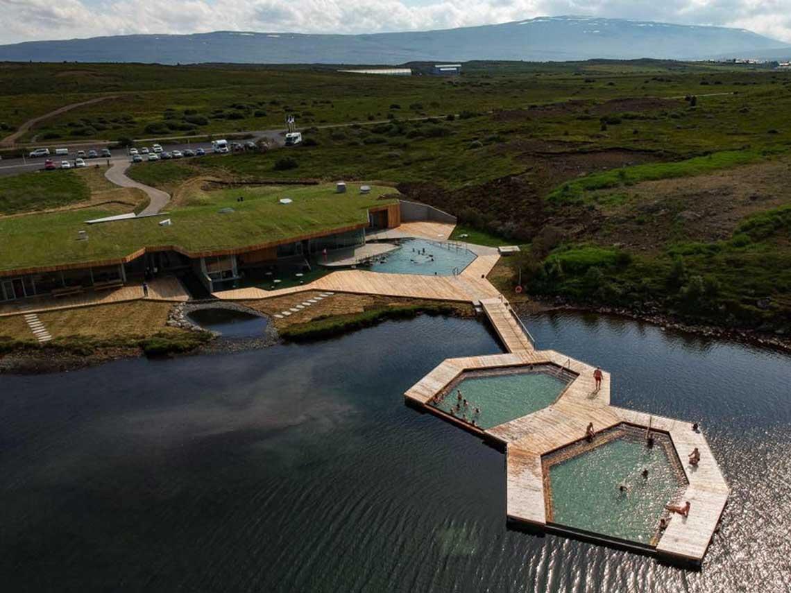 Vök Baths IJsland - baden in Oost-IJsland - Travelvibe