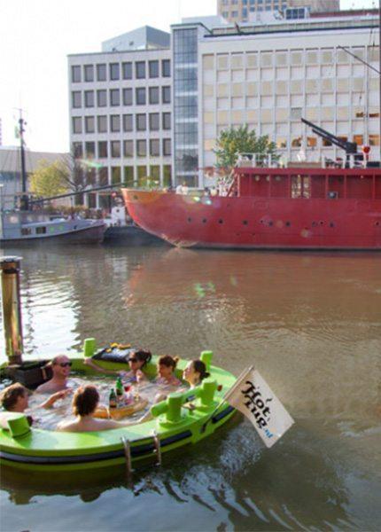 Varende jacuzzi Rotterdam - HotTug - Travelvibe