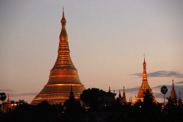 Yangoon   zonsondergang   Travelvibe