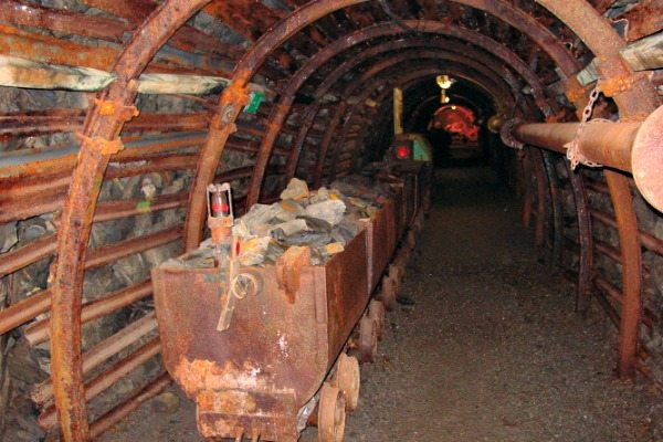 mijnkarretje blegny-mijn | grotten in de Ardennen | travelvibe