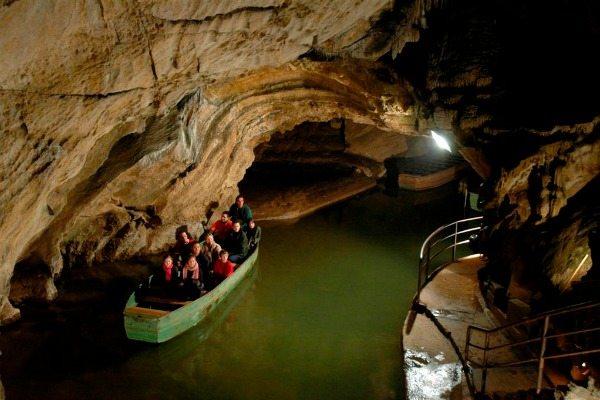 grotten van remouchamps één van de grotten in de Ardennen
