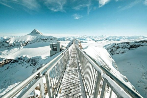 les-diablerets, hangbruggen zwitserland | Travelvibe