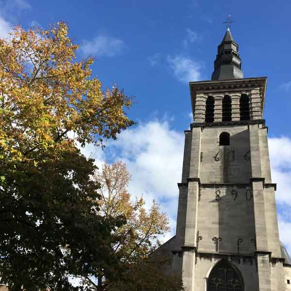 scheve toren rue Saint-Jean Namen - Travelvibe