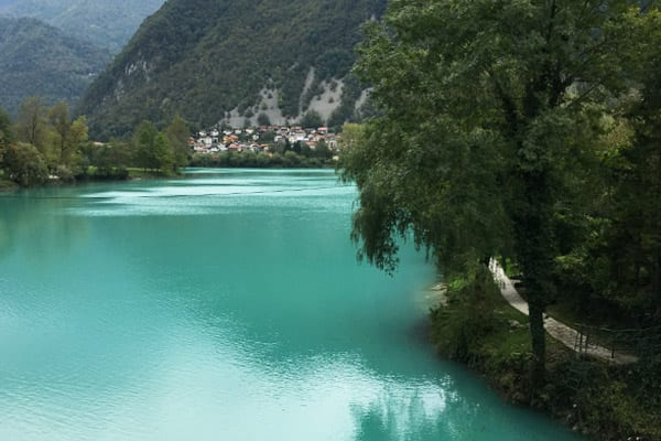 smaragdgroene soca rivier Slovenië - Travelvibe