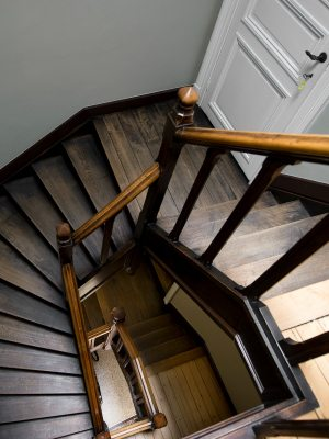 trappenhuis L' Auberge du Notaire Travelvibe