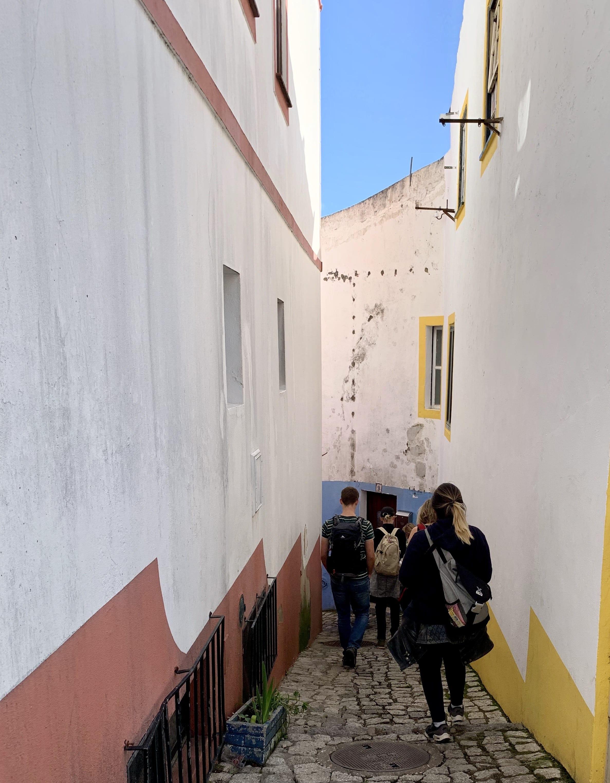 wandelen door de smalle straatjes van Monchique