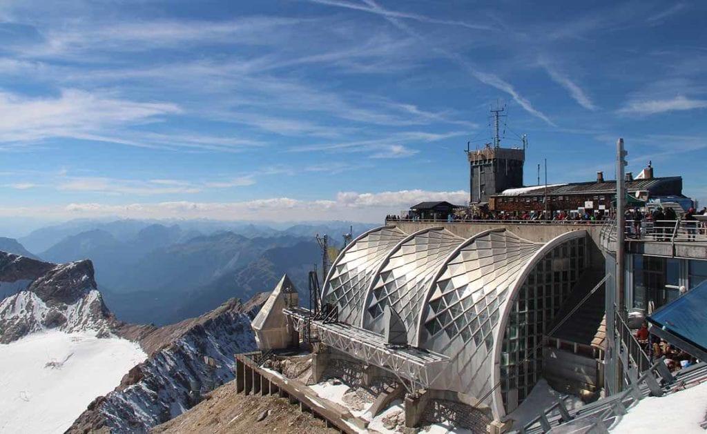 top van de Zugspitze -hoogste biergarten Duitsland - Travelvibe