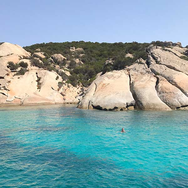 zwemmen op Sardinie - Travelvibe